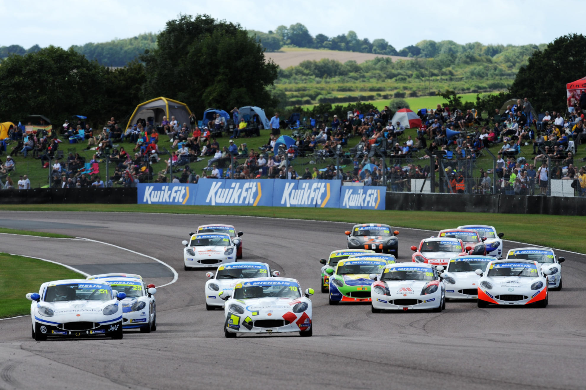 Ginetta Junior Title Contenders Take Victory Apiece At Thruxton