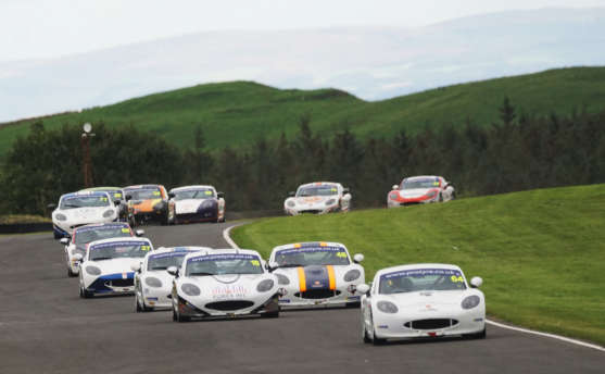 Taylor And Malin Battle To Crucial Knockhill GT5 Challenge Wins